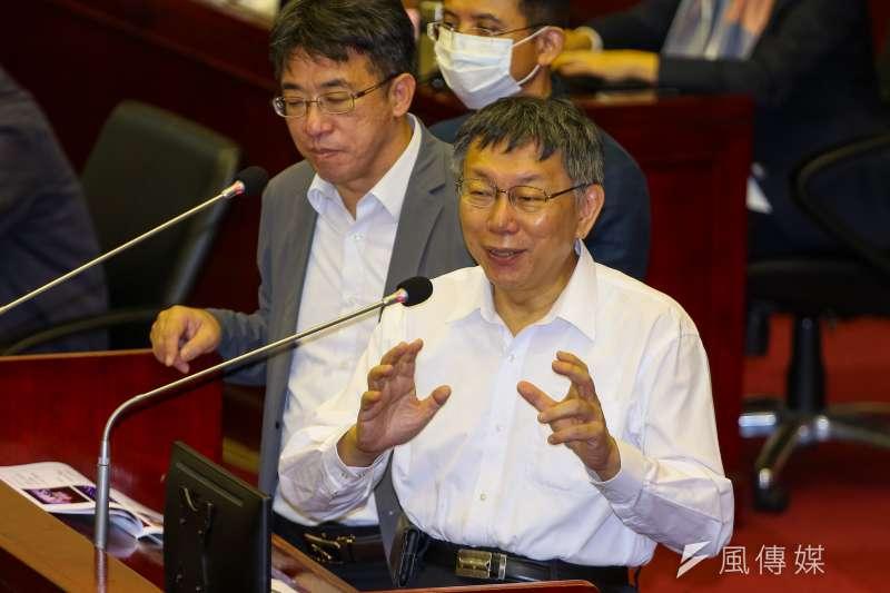 台北市長柯文哲表示,北市府可以給業者1年半時間延租,但如果這個產業真的不行,那還是要想想看。(顏麟宇攝)