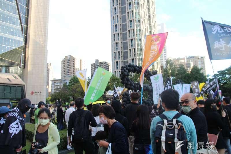 陸委會日前研議放寬港人來台,民團對此表示,若其它部會沒有跟著動起來,其實效果有限。圖為「香港邊城青年」10月在台發起撐港遊行。(資料照,黃信維攝)