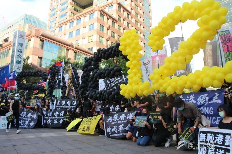 由香港邊城青年發起撐港遊行25日下午走上台北街頭,超過3000位民眾參與遊行。(黃信維攝)