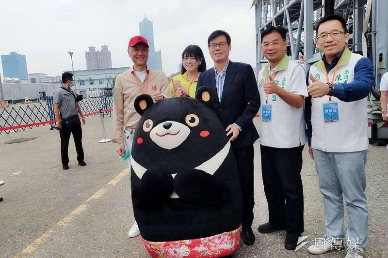 雄獅集團董事長王文傑(左一)指出,雄獅轉型生活產業,是個長達10年的大計畫。(林喬慧攝)