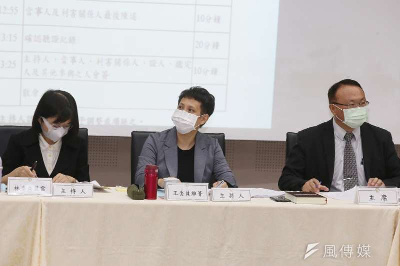 NCC26日舉行中天新聞台換照聽證會,會議由NCC委員林麗雲(左)、王維菁(中)、蕭祈宏(右)主持。(柯承惠攝)