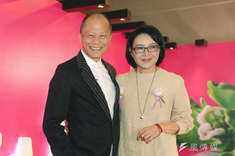 導演張毅(圖左)今(1)日清晨在家人陪伴下離世,妻子楊惠姍(圖右)在琉璃工房臉書專頁發文感謝所有朋友的關心集氣與助念。(資料照,新新聞)