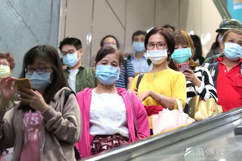 作者指出,新型冠狀病毒肺炎為台灣的口罩產業創造巨大的商機,但後續需要政府部門以及口罩廠商一起「超前部屬」,規劃未來的產業定位及發展方向,台灣的口罩產業才能在後疫情時代繼續屹立不搖。(資料照,林瑞慶攝)