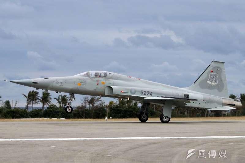陸委會前副主委張顯耀表示,F-5E/F戰機未成功汰換是29日飛官殉職事件的主因。示意圖。(資料照,蘇仲泓攝)