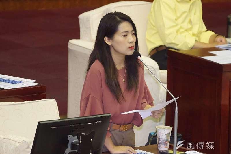 20201029-台北市議員徐巧芯29日於市議會質詢。(盧逸峰攝)