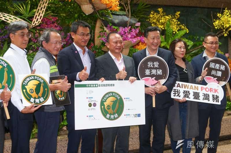 農委會推行「台灣豬標章」,要讓消費者可以認明選擇。不過,近日鬍鬚張卻爆出有產品掛台灣豬標章,卻使用西班牙進口豬肉。(資料照,顏麟宇攝)