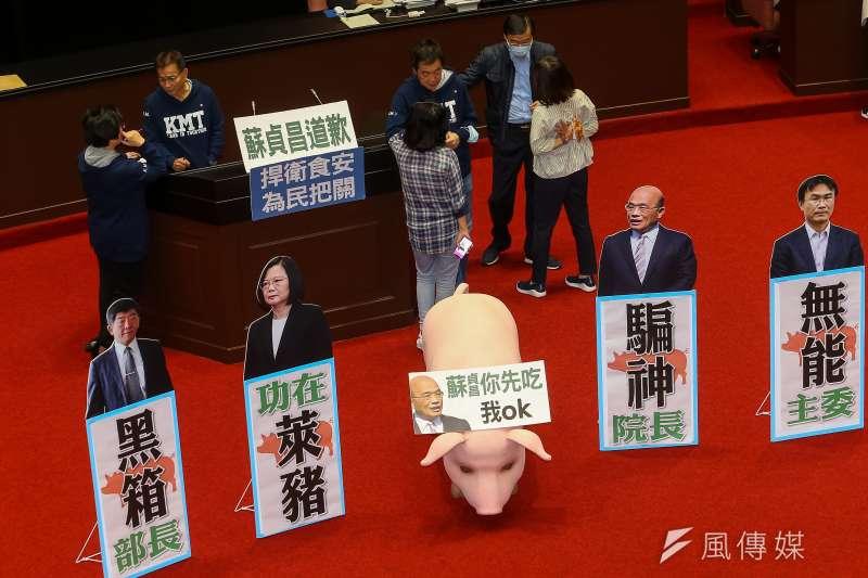 國民黨立院黨團議場進行議事杯葛,針對美豬進口議題要求行政院長蘇貞昌道歉。(顏麟宇攝)