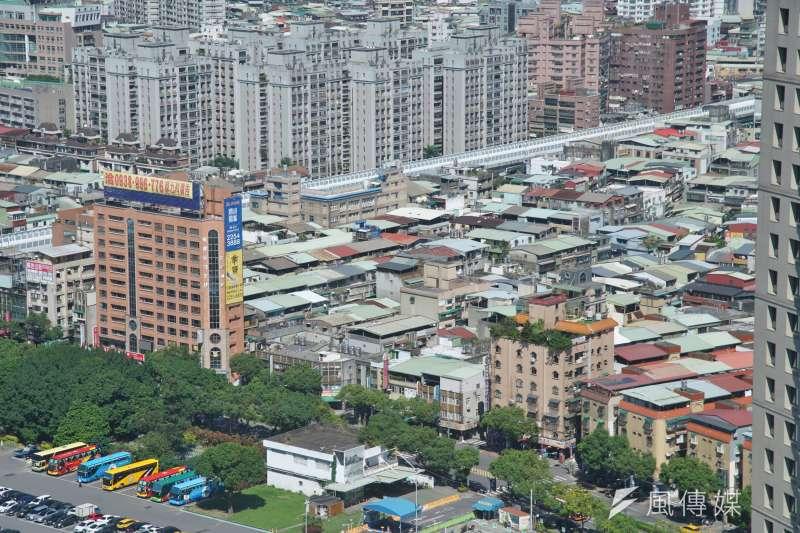李同榮預測,打炒房政策仍會在2021年持續加碼,受政策因素影響,房市將先蹲後跳,價格溫和上揚,預期全年雙北市房價漲幅約4-6%,而雙北以外包括桃園丶台中丶台南丶高雄四都房價漲幅約7-9%。(盧逸峰攝)