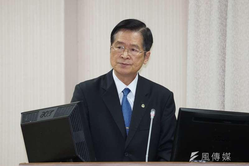20201104-國防部長嚴德發4日於國防委員會備詢。(盧逸峰攝)