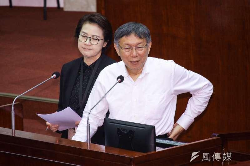 據TPOC台灣議題研究中心透過QuickseeK快析輿情資料庫發現,台北市長柯文哲(右)已從組黨引發的負面聲量中走出,此次聲量也達2年來最佳。(資料照,蔡親傑攝)