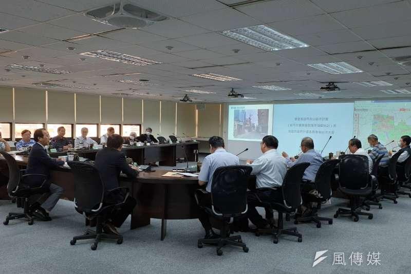 都委會第85次會議,關於岡山都計區完成計畫圖重製專案檢討。(圖/徐炳文攝)