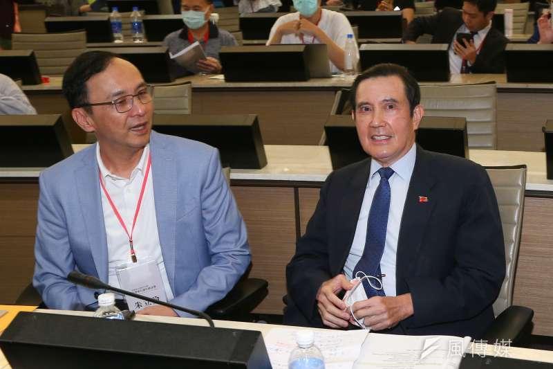 前總統馬英九(右)表示,「其實我對舔共從來都沒有興趣,你看馬習會開了,我舔過他一下沒有?」(顏麟宇攝)