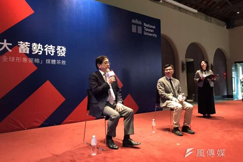 國立台灣大學9日公布新增形象識別,也宣布全球形象策略。左起為台大校長管中閔、行銷中心執行長林俊昇。(吳尚軒攝)