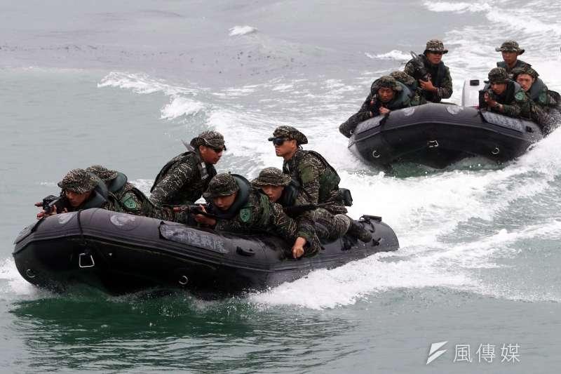 外傳出美國海軍陸戰隊資深現役特戰幹部抵台,將授我陸戰隊等單位突擊艇操作等戰技,不過海軍司令部對此態度低調。(蘇仲泓攝)