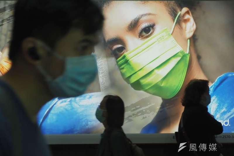 口罩已成為人們日常生活的必需品,許多廠商也看準了商機,生產設計過、具有個人風格的口罩。(林瑞慶攝)