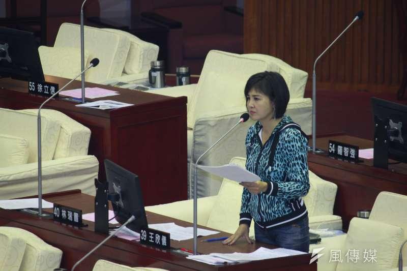 20201113-台北市議員王欣儀13日於台北市議會進行質詢。(方炳超攝)