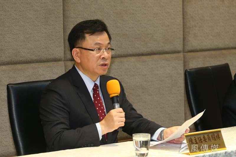 NCC主委陳耀祥18日針對中天新聞台是否續照,召開記者會說明。(顏麟宇攝)