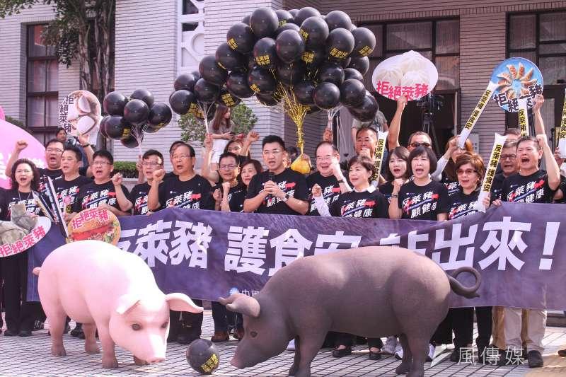 台北市長柯文哲今(22)早已在臉書發言,強調雖不會參加秋鬥,但堅守「源頭管理、明白標示」的底限。(資料照,蔡親傑攝)