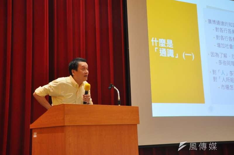 「高中生人文及社會科學營」創立至今已20周年,中研院院士朱敬一21日下午受邀演講。(郭怜妤攝)
