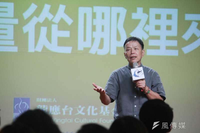 導演王小棣認為,年輕人要讓自己「輕鬆」一點,不要給自己揹太多東西。(方炳超攝)