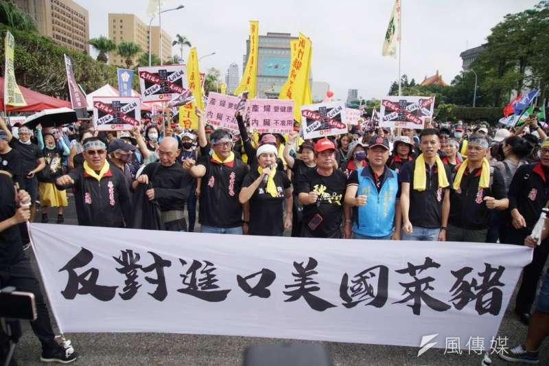 20201122-2020「秋鬥」遊行於22日下午1時展開,主辦單位估現場約有1萬多人。(盧逸峰攝)