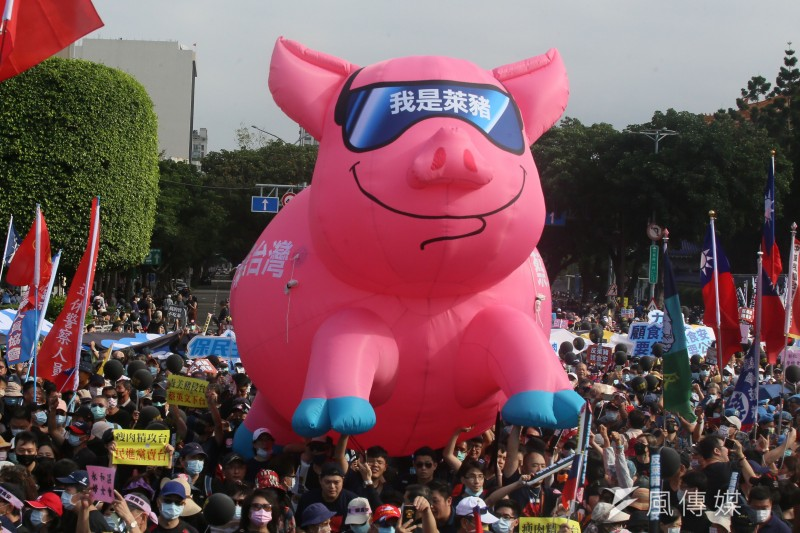 以反萊豬為主訴求的秋鬥遊行22日從凱道集結出發。(柯承惠攝)