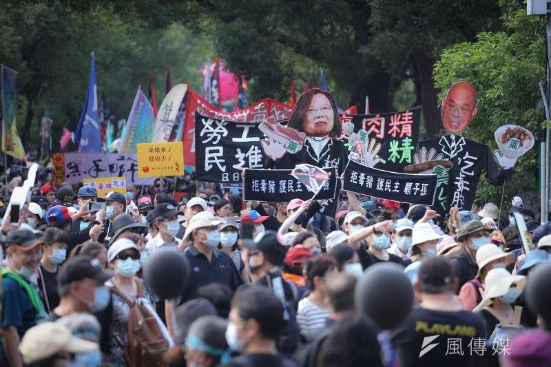 前立委李俊毅認為民進黨政府對反對進口萊豬的醫師和政治人物動作頻頻,不但無法解決社會上對萊劑的疑慮,更是如「提柴去生火」,讓民怨更加沸騰。(資料照,陳品佑攝)