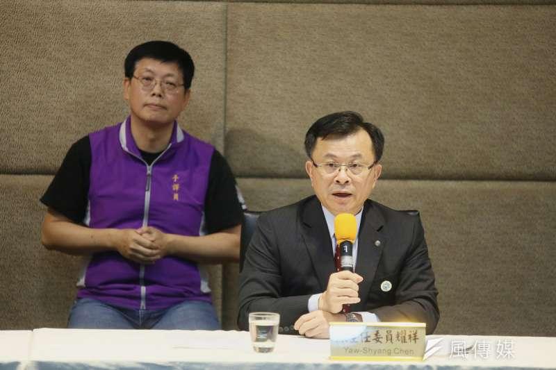 陳耀祥(右)在中天換照審查前夕,被親綠媒體影射與中天高層關係密切。(柯承惠攝)