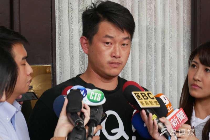 有網友發現,陳柏惟(見圖)在2年多前曾發文表示,如果王浩宇、自己與黃捷都被罷免,那他就要請全台灣人吃雞排。(資料照,潘維庭攝)