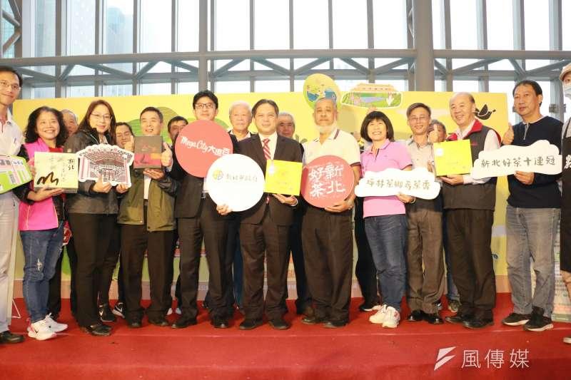 副市長吳明機與出席活動貴賓合影。(圖/李梅瑛攝)