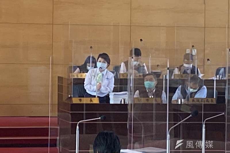 台中市長盧秀燕答覆議員關切明年起雙十公車改為市民限定的問題。(圖/王秀禾攝)