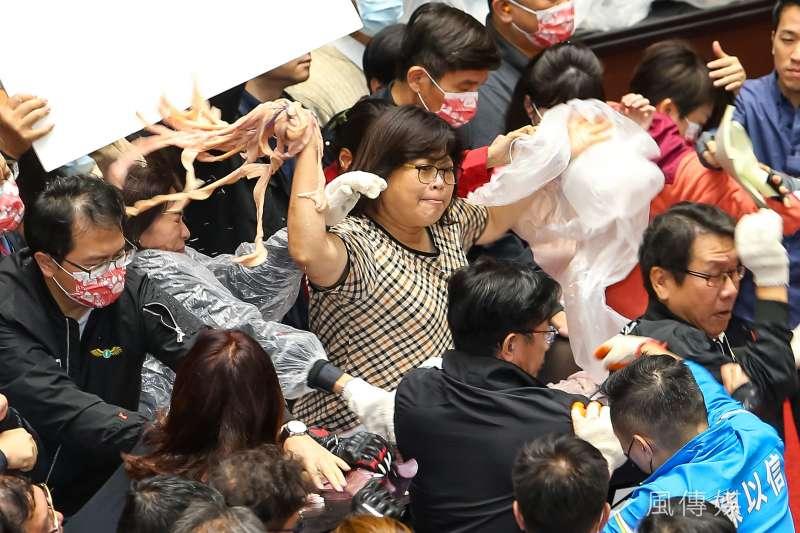 民進黨立委王美惠(見圖)批跑票同黨立委「陷我們於不義」。(資料照,顏麟宇攝)