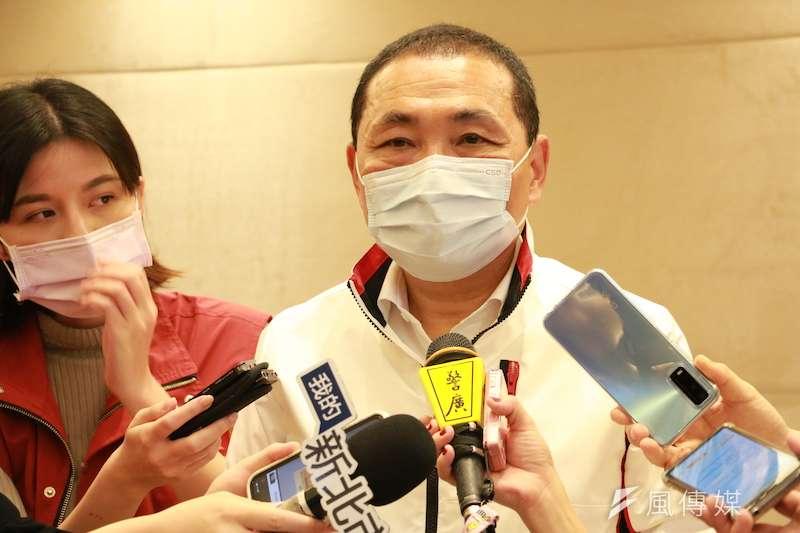 新北市長侯友宜表示,補習班跟安親班還是規定要戴起口罩,希望能夠落實保護孩子們的安全。(圖/李梅瑛攝)