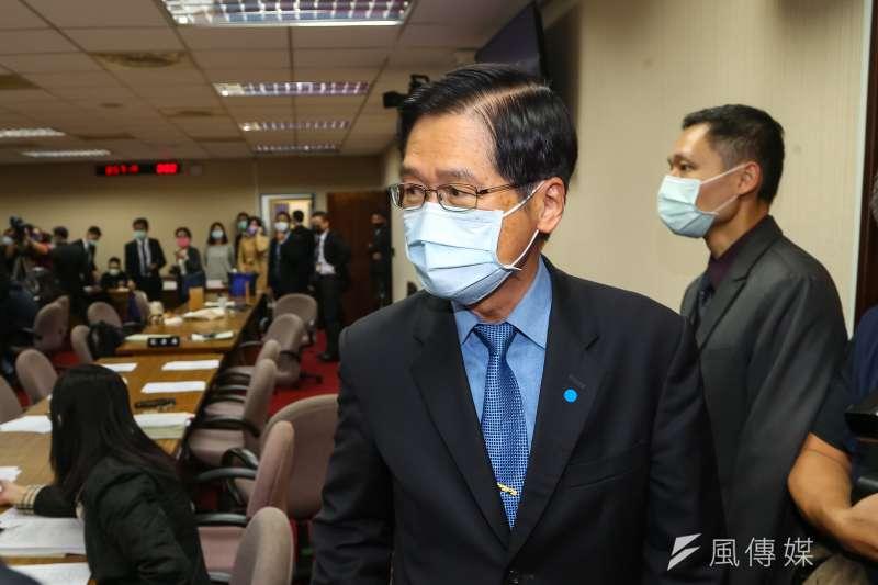 國防部長嚴德發2日出席立院外交國防委員會,針對F-16V戰機失聯事件進行說明。(顏麟宇攝)