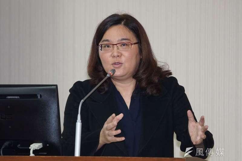 國民黨立委陳玉珍(見圖)認為,「撒幣只能救一時之急」,據她計算,台灣每個人每年要多吃10顆鳳梨,才有可能救鳳梨產業。(盧逸峰攝)