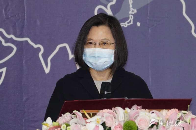 總統蔡英文今(5)日出席世界人權日典禮時表示,相較4年前,台灣已有更加完善的轉型正義的機制,但仍要持續努力,讓台灣在世代努力下可以邁向更具公立正義的社會。(盧逸峰攝)