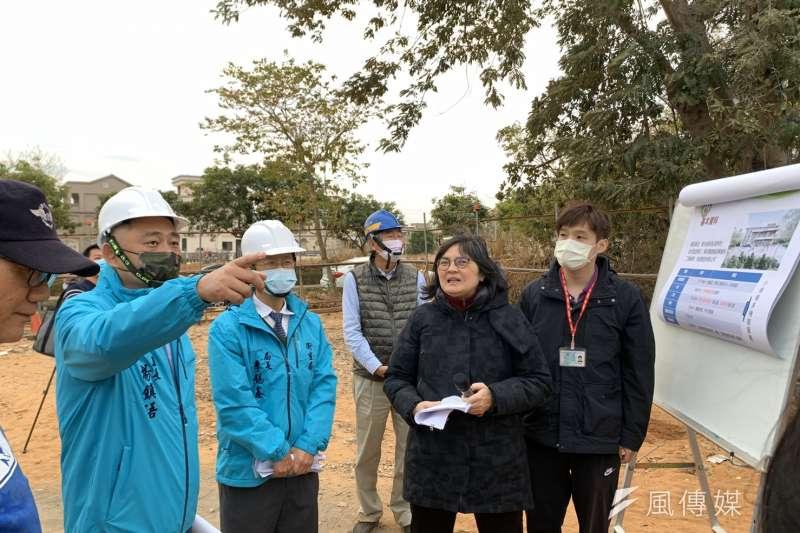 楊鎮浯縣長表示,日間照顧服務將結合家庭、社區資源,提供人性化及多元化的課程,讓長輩們都能就近受到安心的照護。(圖/楊經緯)