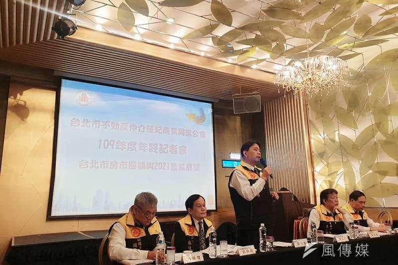 台北市不動產仲介公會對於有助資訊透明的實價登錄修法樂觀其成,但希望政府不要從打炒房變成全面打房,以免傷及無辜。(林喬慧攝)