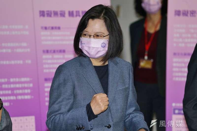 總統蔡英文10日上午於華府智庫發表演說,並提及中國動作頻頻,但做法「並非我們期待的兩岸關係。(盧逸峰攝)
