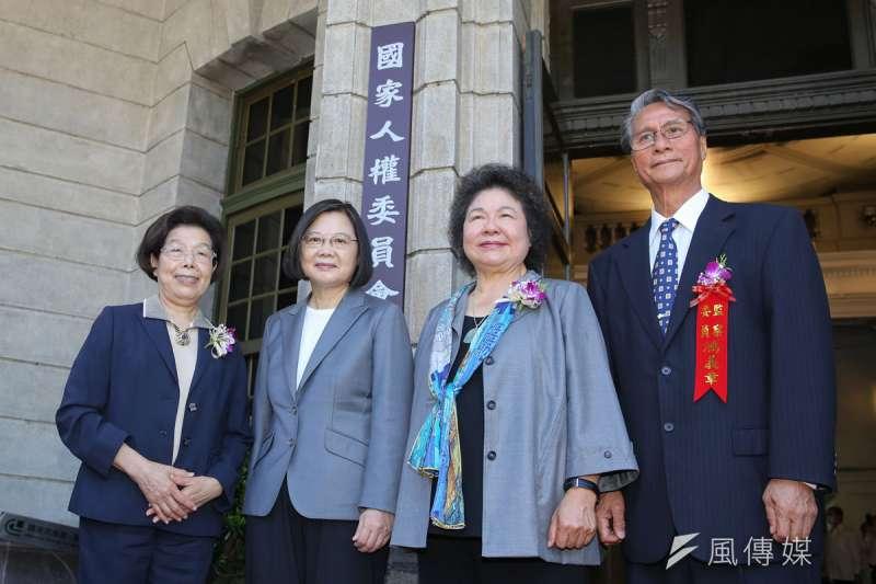 人權會草案讓監察院前後院長張博雅(左一)、陳菊(右二),甚至總統蔡英文(左三)都涉其中。(顏麟宇攝)