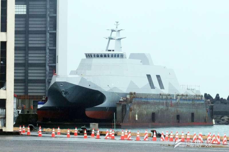 海軍高效能艦艇後續艦首艦「塔江艦」15日上午在宜蘭蘇澳龍德造船廠首度曝光。(蘇仲泓攝)