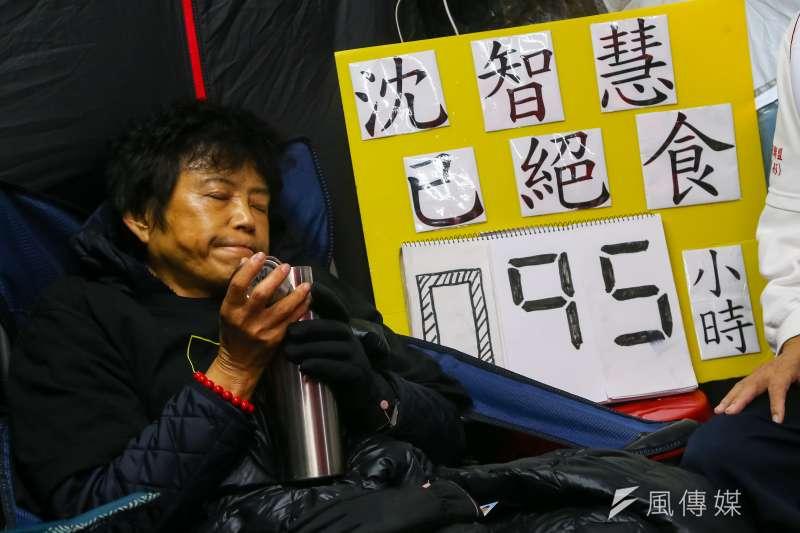 20201216-前立委沈智慧抗議萊豬進口,發起「野薑花運動」,16日持續於立院外進行絕食。(顏麟宇攝)