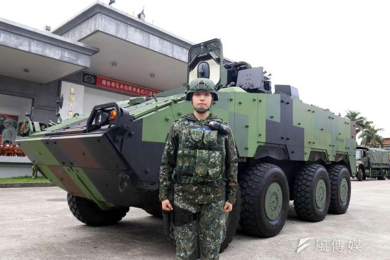 20201216-憲兵擁有首都唯一一支裝甲部隊,裝步239營的主力車種為雲豹8輪甲車,去年1月首度曝光女性駕駛,也是任職於該營的士官黃雅君。(蘇仲泓攝)