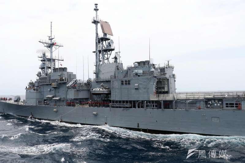 中共054A飛彈護衛艦「濱州號」日前在我東北方海域現蹤,我方派出基隆級飛彈驅逐艦監視。(資料照,蘇仲泓攝)