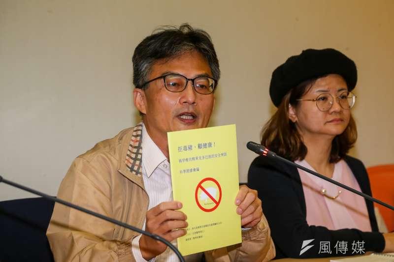 20201217-蘇偉碩醫師(左)、王文心博士17日出席民間反瘦肉精毒豬聯盟記者會。(顏麟宇攝)