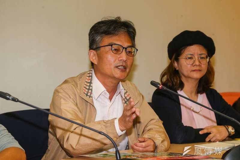 20201217-蘇偉碩醫師17日出席民間反瘦肉精毒豬聯盟記者會。(顏麟宇攝)