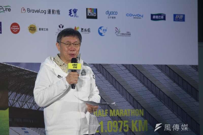 台北市長柯文哲(見圖)表示,今年台北市府前舉行的跨年晚會,「除了台上唱歌的」,其他人都必須全程戴口罩。(資料照,方炳超攝)
