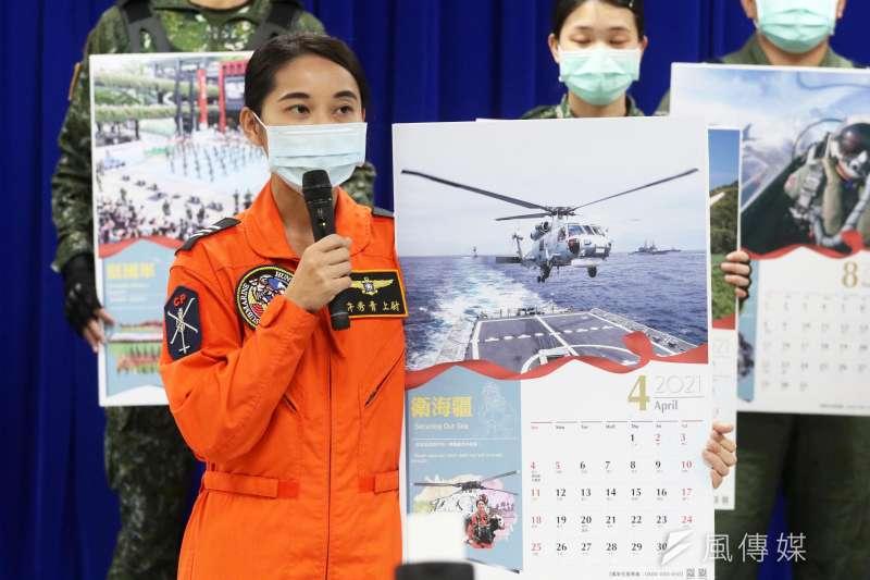 20201222-國防部今(22)日上午發布國軍明年度形象月曆,圖為海軍首位女性旋翼機飛官許秀青。(蘇仲泓攝)