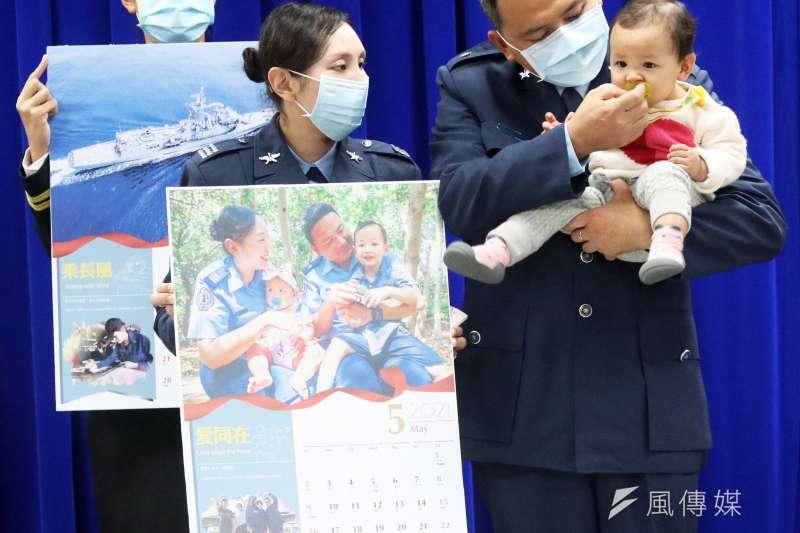 20201222-國防部今(22)日上午發布國軍明年度形象月曆,圖為全家福組。(蘇仲泓攝)