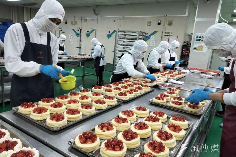 全聯甜點工廠大公開,主要供應商為位於桃園的歐藝烘焙,雙方合作長達14年。(林喬慧攝)